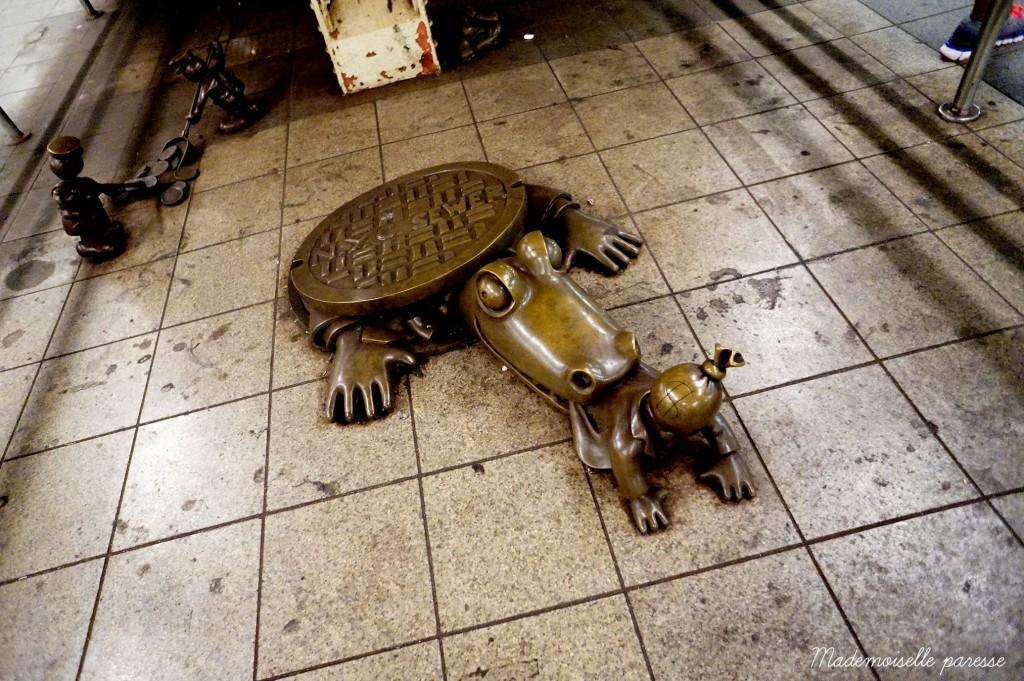 Mademoiselle paresse NYC subway Life underground 2