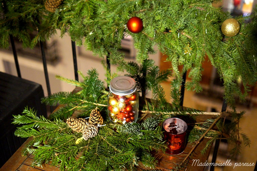mademoiselle-paresse-deco-noel-balcon-paris-christmas-decoration-sapin-diy-tuto-by-night-2